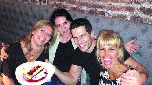 Florencia Peña con amigos. La actriz subió a Twitter esta foto (Twitter)