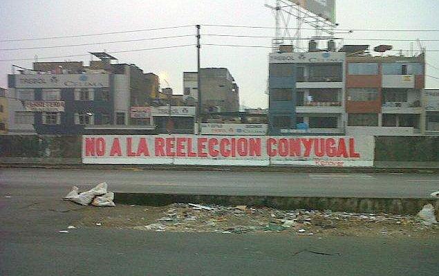 """Aparecen pintas contra Nadine Heredia y demandan """"no a la reelección conyugal"""""""