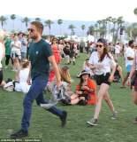 Robert Pattinson y Kristen Stewart juntos y de la mano en festival de Coachella (Fotos: dailymail.co.uk)