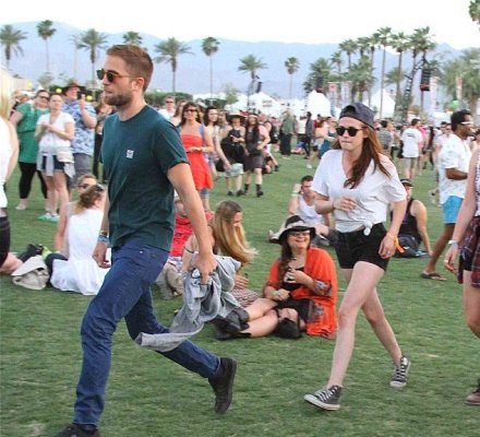 Robert Pattinson y Kristen Stewart juntos y de la mano en festival de Coachella (Fotos: dailymail.co.uk)