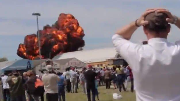 Madrid: Avioneta cae y explosiona a pocos metros de espectadores
