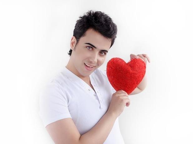 (Fotos) Un iraquí dice ser más bello que Omar Borkan Al Gala