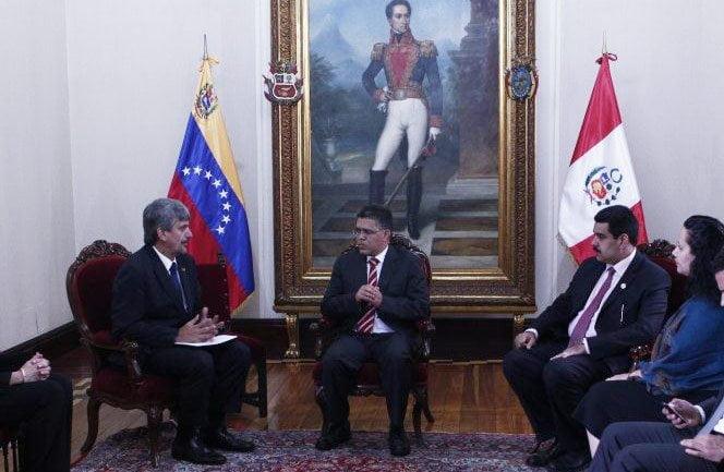 Congreso de la República pide retirar a embajador Raygada por chavista