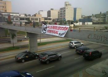 """Lescano testigo: """"Gente de porte militar arrebató cartel contra reelección conyugal"""""""