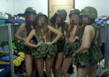 Mujeres del Ejército Israelí posan semidesnudas y causan polémica (Fotos)