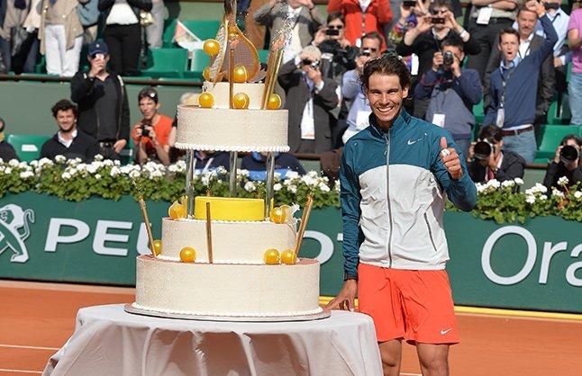 Celebración por el cumpleaños de Rafael Nadal, luego de avanzar a los cuartos de final del torneo parisino.