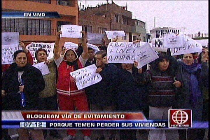 Pobladores bloquean Vía de Evitamiento en rechazo a obras de Villarán