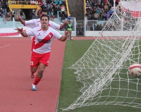 Alfonso ugarte alcanzò la punta de la segunda divisiòn del fùtbol peruano.