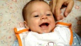 (Youtube Sam Cornwell) El primer año de un bebé en 365 segundos de video