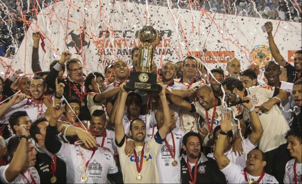 Corinthians se consagró campeón de la Recopa Sudamericana  2013 con el peruano Paolo Guerrero.