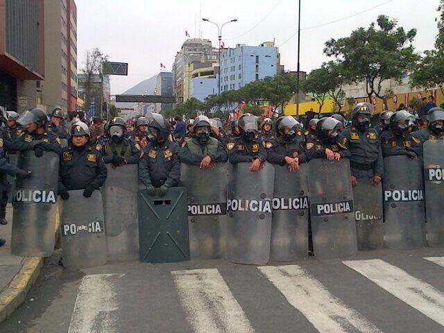 Gremios y colectivo #TomaLaCalle inician protestas en Lima
