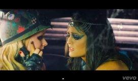 """(Video) Avril Lavigne besa a Winnie Cooper de """"Los Años Maravillosos"""""""