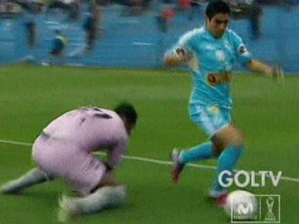 """(Video) El blooper gol del año que protagonizó """"Chiquito"""" Flores"""