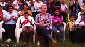 Kelly Clarkson ofrece mini concierto en Perú ante cafetaleros y sus familias