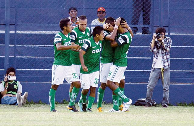 El club Los Caimanes de Puerto Eten nuevamente ascendió al primer lugar de la tabla en la segunda división.