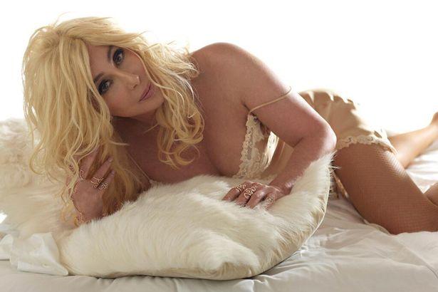 (Fotos) Cher luce sensual e impresionante a sus 67 años