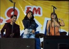 Video viral: Niña sube al escenario y canta con Corazón Serrano