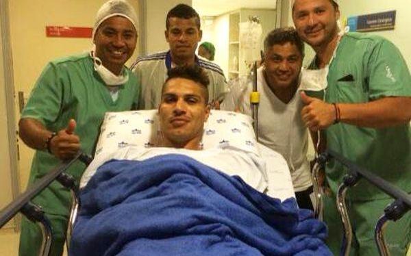 Paolo Guerrero publicó foto en su facebook oficial luego de la operación.