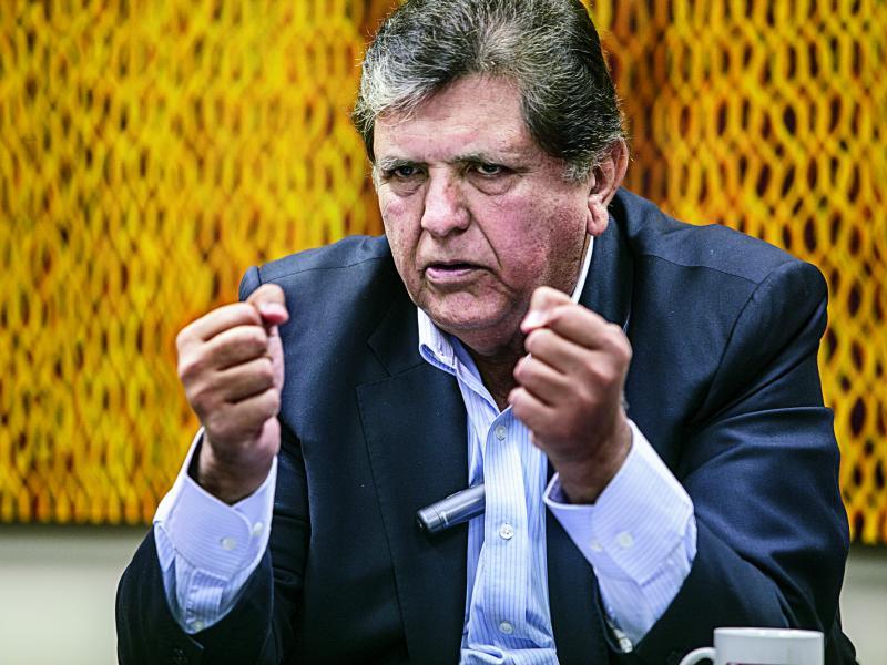 Alan García propone embanderar el país para fallo de la Haya