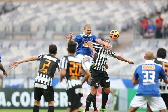 El líder Cruzeiro espera mantener su paso firme hacia el título cuando visite al Santos.