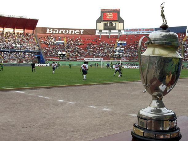 El campeón de la Copa Perú ganará el derecho de  jugar en la primera división del fútbol peruano 2014.