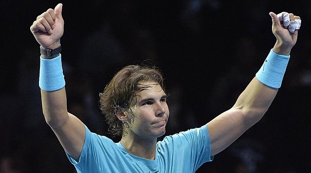 Nadal fue efectivo y aprovechó errores de Federer para instalarse en la final del Torneo de Maestros.