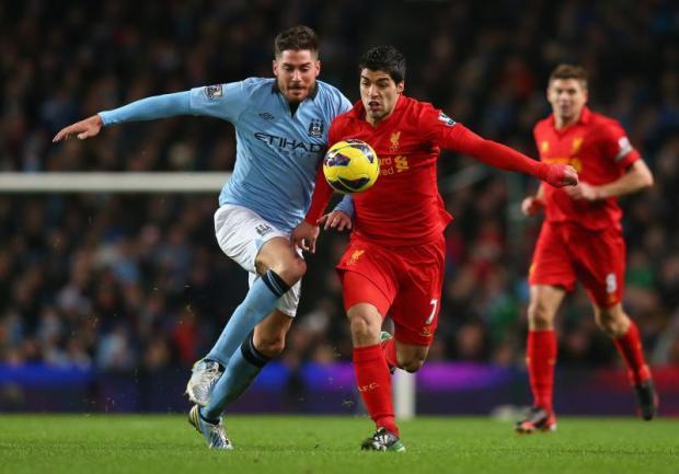 El uruguayo Luis Suárez es el goleador actual de la Premier League con 19 anotaciones  y hoy buscará incrementar su cuenta cuando enfrente  al Manchester City.