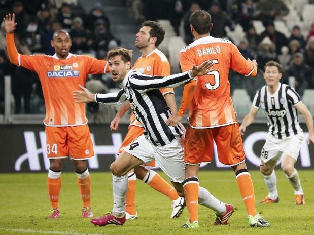Fernando Llorente le dio el triunfo al líder Juventus sobre los minutos adicionales.