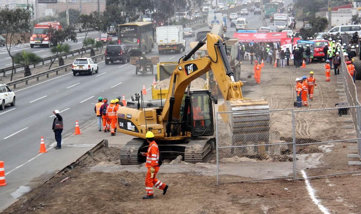 Vecinos bloquean Panamericana Sur en rechazo a obras de puente Alipio Ponce