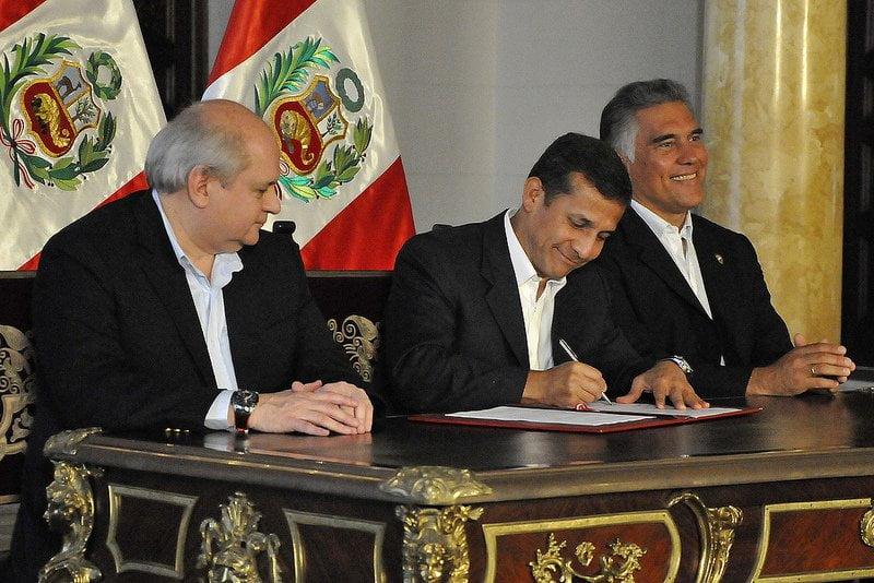 Ollanta Humala promulga ley que protege olas para práctica deportiva