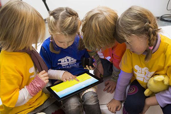 [VIDEO] Cuidado: Las tablets o tabletas pueden afectar la salud de los niños