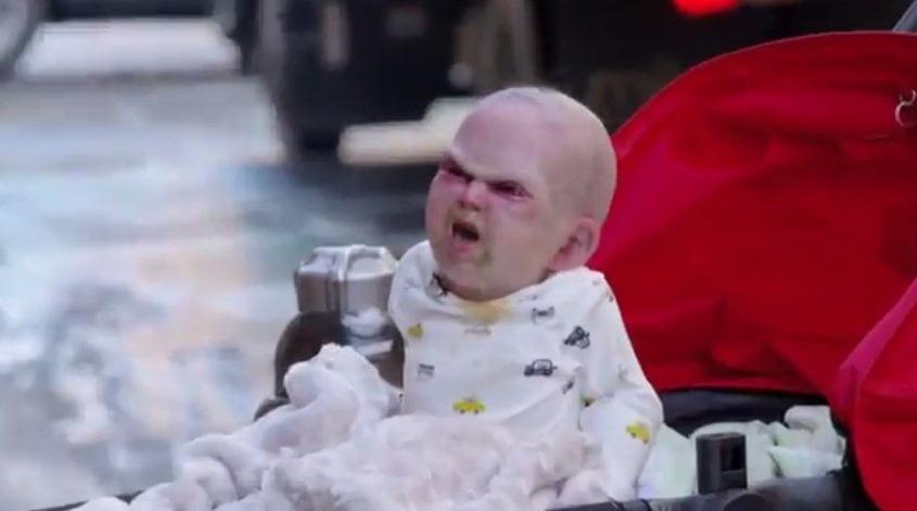 Aterradora broma del bebé diabólico promociona film 'Devil's Due'