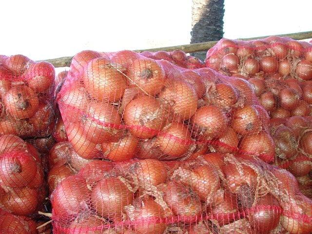 La cebolla será el único producto que ingresará con cierta contingencia a territorio colombiano, tras el retiro del salvaguardia impuesta a nueve artículos peruanos del rubro agro.