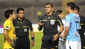 El ecuatoriano Zambrano impartirá justicia en el partido por Copa Libertadores entre Universitario y Vélez.