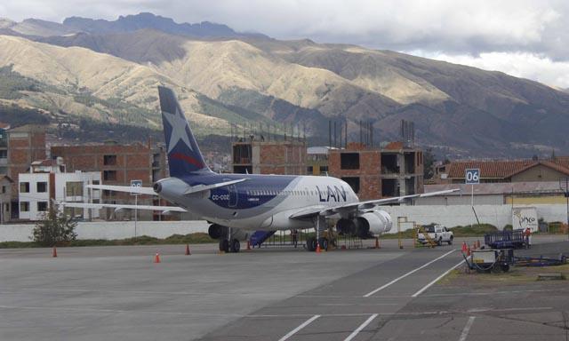 Foto La República referencial / Avión lleno de pasajeros aterrizó de emergencia en aeropuerto del Cusco