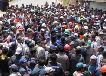 Mineros informales bloquean Centro de Lima y varias regiones del país