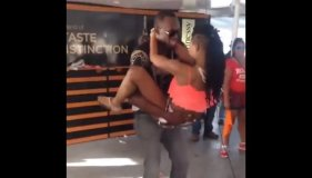 [VIDEO] Usain Bolt y su baile 'hot' con una guapa jovencita en Youtube