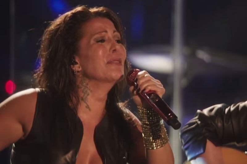 Foto y video Youtube/ Alejandra Guzmán de nuevo le cantó 'yo te esperaba' a su hija