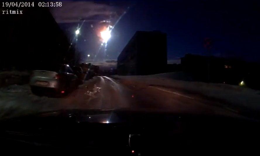 [VIDEO] Impactante: Enorme meteorito cruza Rusia y convierte la noche en día