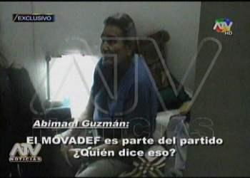 [VIDEO] Abimael Guzmán desafía a policías en su celda y niega al Movadef
