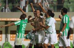 Atlético Nacional de Colombia eliminó de la Copa Libertadores al último campeón Atlético Mineiro.