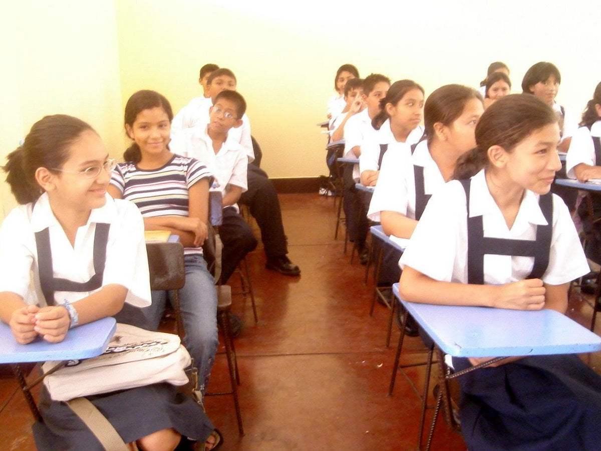 Alumnos de secundaria tendrán más horas de estudio anuncia el gobierno