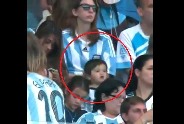 [VIDEO] Mira a Thiago Messi alentando a su papá Lionel desde la tribuna