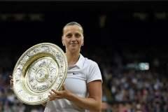 """Kvitova alzó su segundo trofeo de Wimbledon al """"destrozar"""" en el juego a la canadiense Bouchard."""