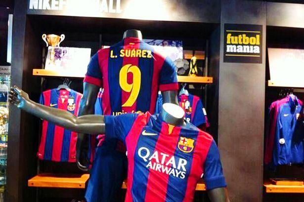 Camisetas del FC Barcelona con el nombre de Luis Suárez ya son vendidas