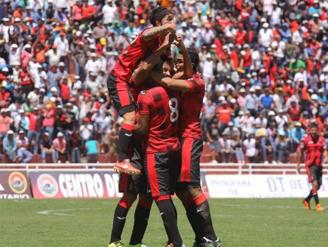 """Los arequipeños impusieron condiciones sobre Cristal y son punteros del Clausura junto a la """"U""""."""