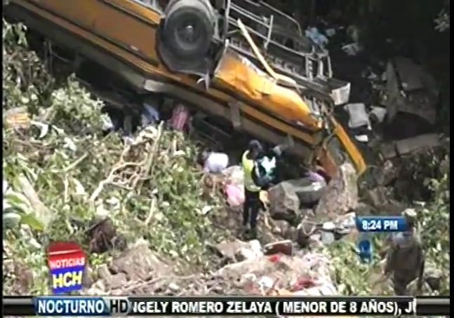 [VIDEO] Tragedia: 14 personas murieron por accidente de bus en Honduras