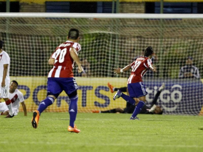 Paraguay celebró ante Perú en el último minuto.