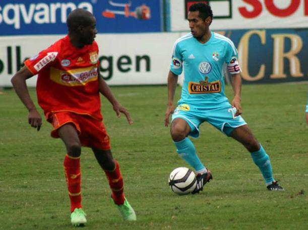Mientras que Cristal lucha el título, Sport Huancayo disputa la permanencia en la máxima división del fútbol peruano.