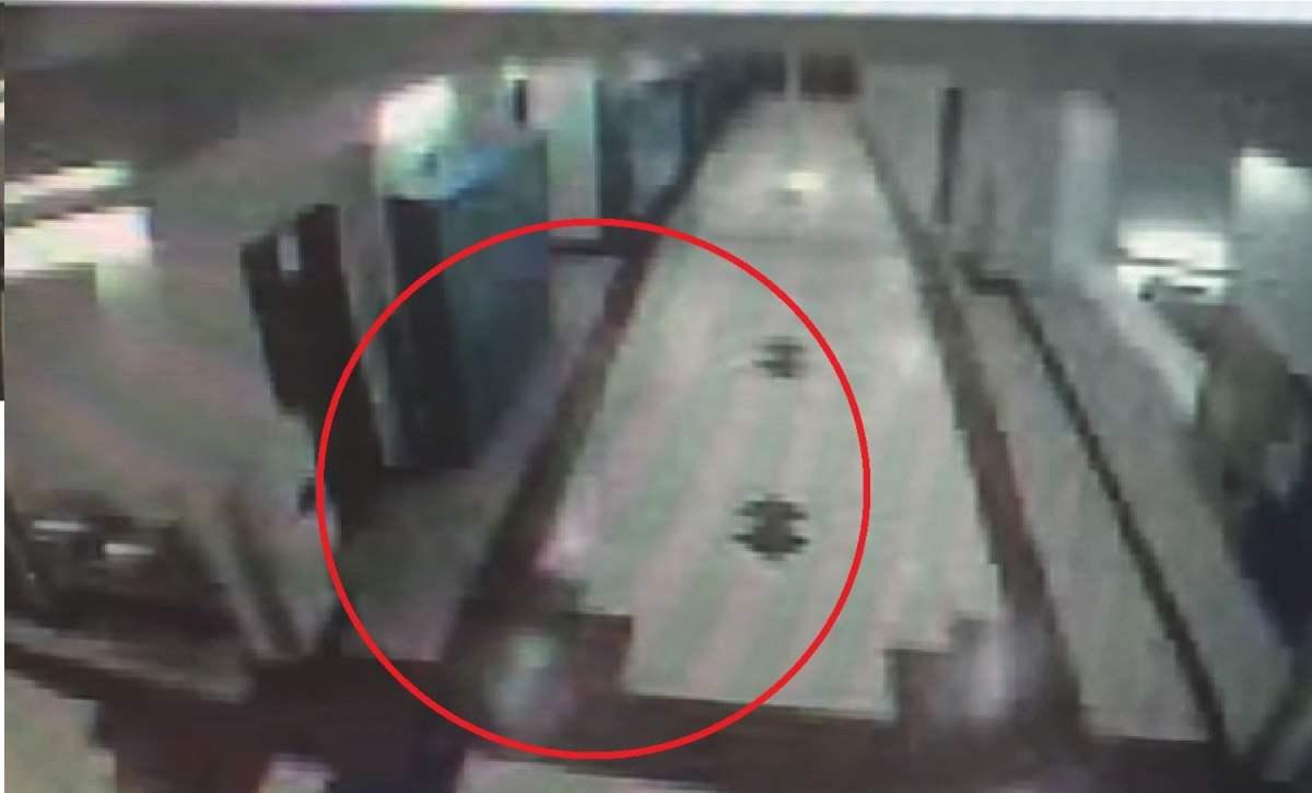 [VIDEO] ¿Fantasma enciende y apaga las luces de una escuela?